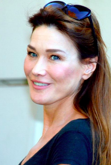 In the recordings, Carla Bruni Sarkozy looks forwzrd to signing modellign contracts again, saying it's a shame to leave it to 22-year olds to sell eye-wrinkle cream.